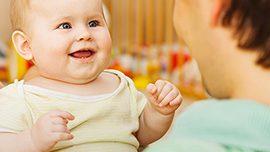 Bebeğimin konuşması yaşıtlarından geri, ne yapabilirim?