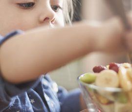 Çocuğunuza Kendi Kendine Yemeyi Öğretmek